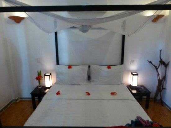 Phka Villa: Our bed on arrival