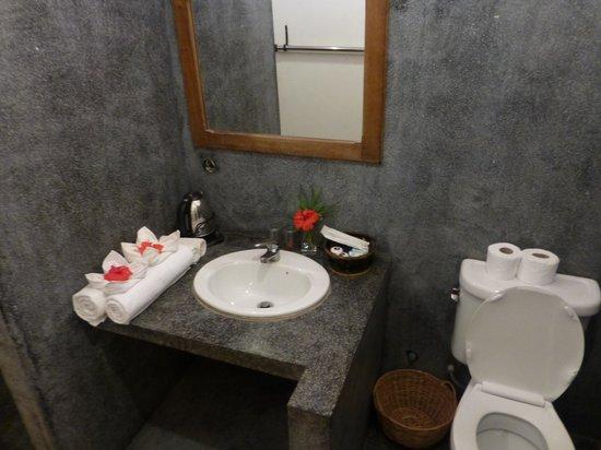 พกา วิลล่า โฮเต็ล: Bathroom
