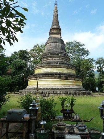 Wat Umong: Pagoda