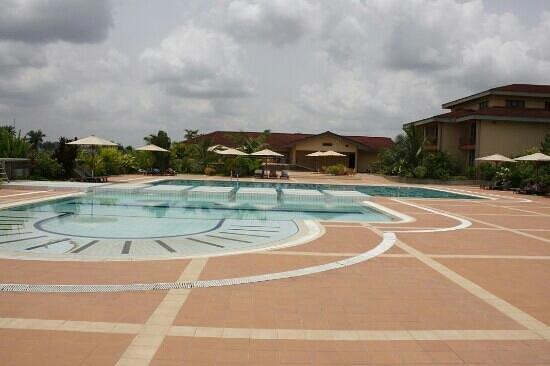 Le Meridien Ibom Hotel & Golf Resort: pool area