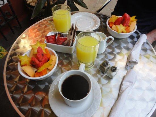 Hotel Julamis: Breakfast