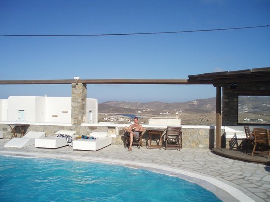 A Hotel  Mykonos: Pool area and view to north