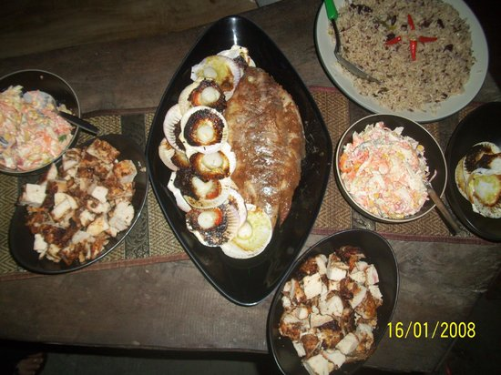 Riddim Shack, Bar and Grill: Fish and scallops