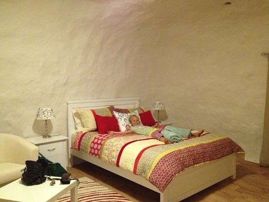 Underground Bed & Breakfast: Bedroom 4