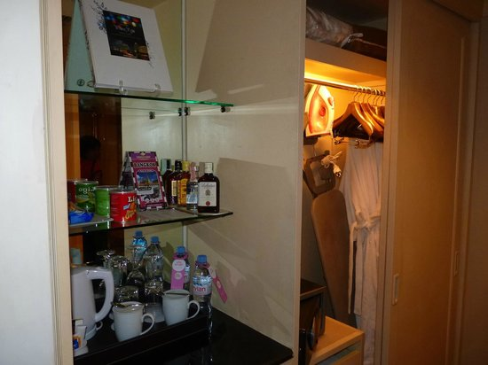 Holiday Inn Silom - Crown Tower: Ironing board, mini bar, coffee maker