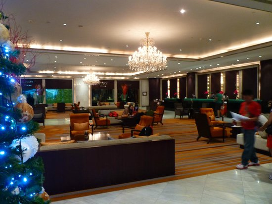 Holiday Inn Silom - Crown Tower: Spacious lobby