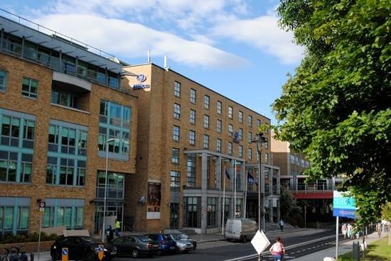 Hilton Dublin: Hotel Exterior