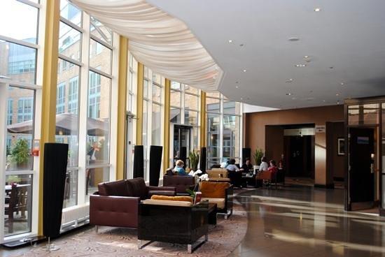 Hilton Dublin: Hotel Lobby