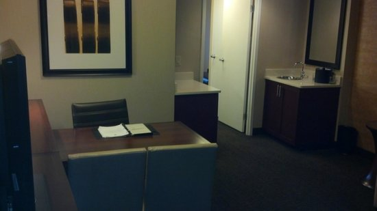 Embassy Suites by Hilton Austin - Downtown/Town Lake: Living area