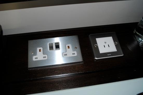 Hilton Dublin: Extra outlet for Americans traveling without converters