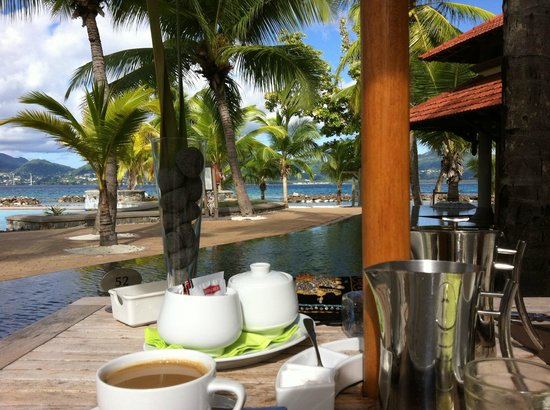 Beachcomber Sainte Anne Resort & Spa: Terasse vom Hauptrestaurant