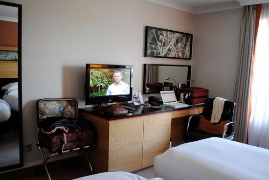 Hilton Dublin: TV and work desk
