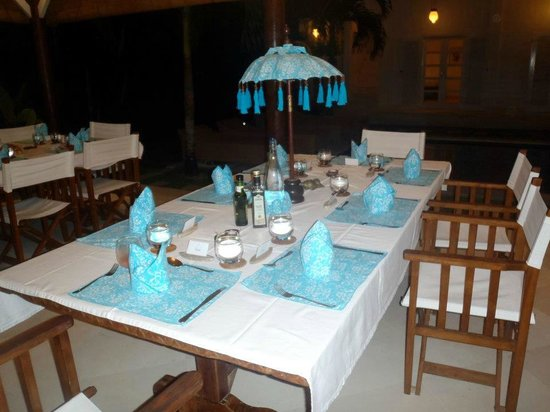Goddess Retreats: Dinner setting