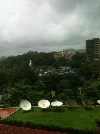 Renaissance Mumbai Convention Centre Hotel: View from the rooms that don't look to the lake