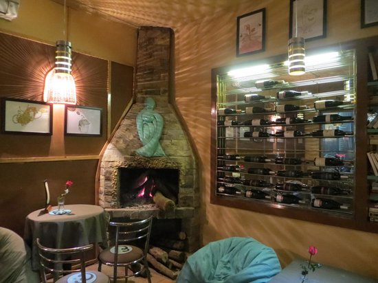 La Famille Restaurant & Lounge: We sat on beanbags near the fireplace