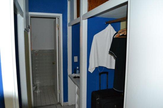 Premiere Hotel: ante baño y ropero