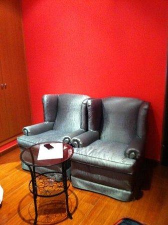 Hostal Marlasca : Los sillones de la habitación