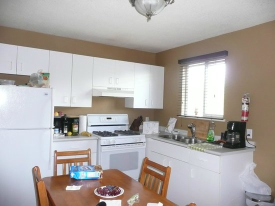 Riverfront Motel: Well appointed kitchen