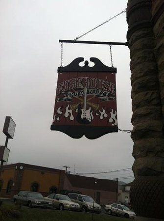 Firehouse BBQ : Look for this sign!
