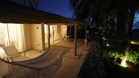 Presidente Inter-Continental Cozumel Resort & Spa: Reef front suite terrace with hammock
