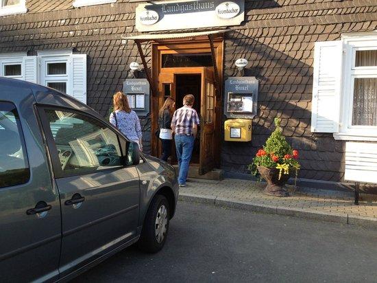 Landgasthaus Huxel: Sehr leckeres, uhrriges Restaurant.