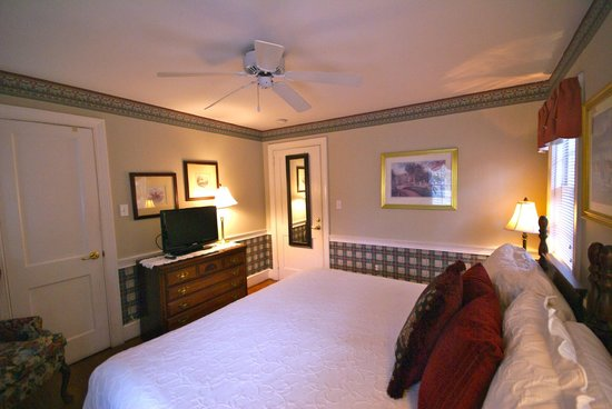 Ashley Inn: Carriage House King Room
