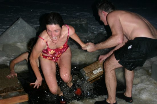 National Forest Lodge: Taking the Polar Plunge after a hot sauna