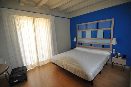 Hotel Ciutat de Barcelona: Chambre 4e étage