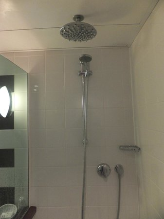 Mercure Brussels Airport: Shower