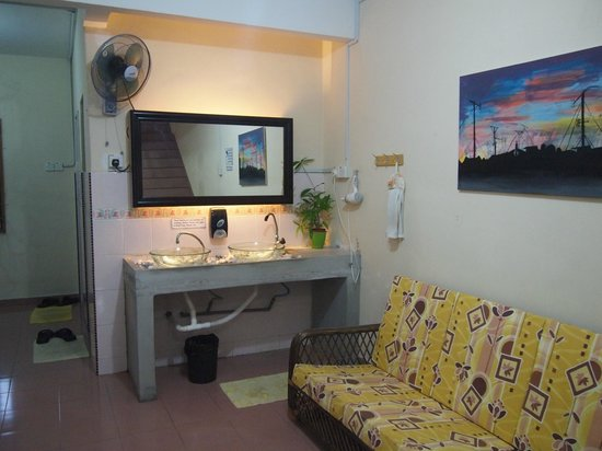 Roof Top Guest House Melaka: Shared toilet facilities