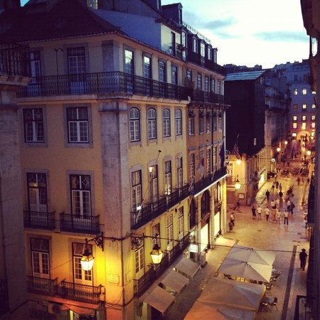 Livinglisboa Baixa Apartments: Lovely view at night