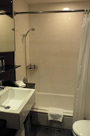 Hotel Panorama by Rhombus: very clean bathroom