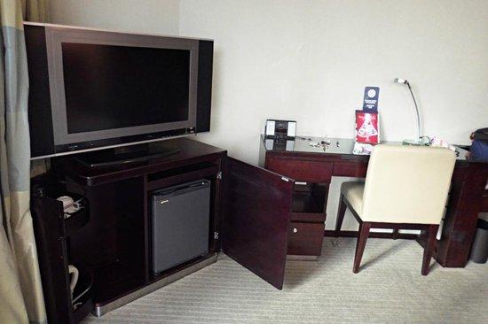 โรงแรมพาโนรามา บาย รอห์มบัส: Tv, minibar and desk