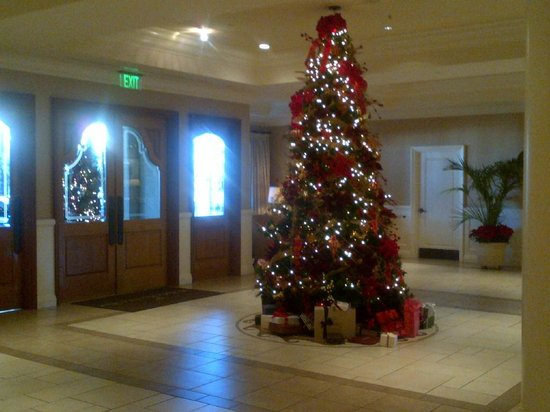 Balboa Bay Resort: Lobby Entrance