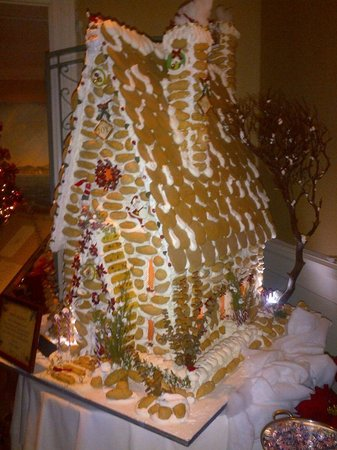 Balboa Bay Resort: Christmas Ginger Bread House