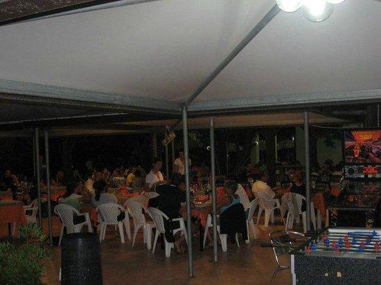 Ristorante Pizzeria Tesonis Beach: Serata nella sala esterna