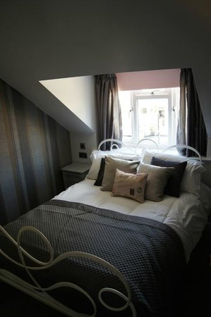 Stratford House: Double bedroom