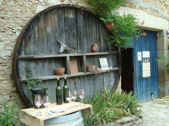 Vin en Vacances Tours: Old winery