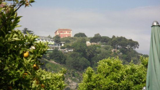 Antiche Mura Hotel : View up the hill from the pool area