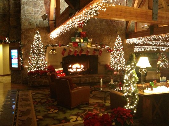 Cheyenne Mountain Resort Colorado Springs, A Dolce Resort: Lodge in December - Beautiful!