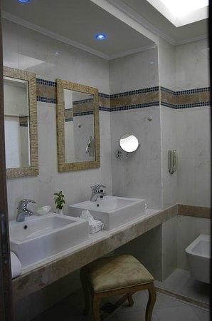 Atrium Prestige Thalasso Spa Resort and Villas: Il primo bagno.