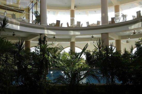 Atrium Prestige Thalasso Spa Resort and Villas: Il ristorante centrale.