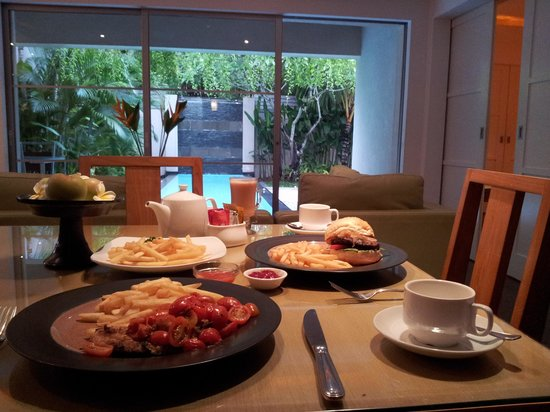 Bali Island Villas & Spa: morning breakfast with beautiful view
