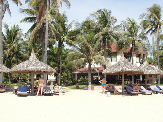 The Beach Resort: Right by the sea