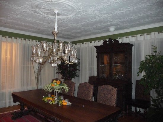 Captain A. V. Nickels Inn: breakfast room restoration