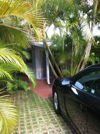 The Hula Breeze: parking and entrance to palm room
