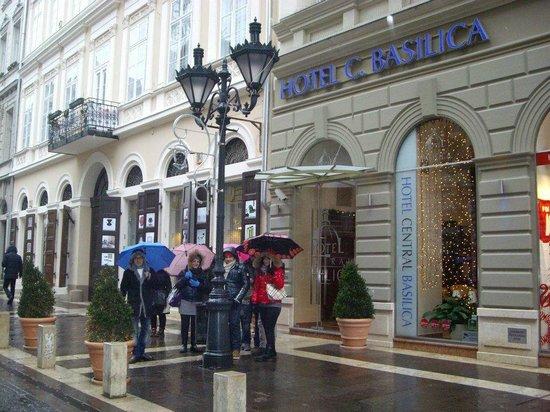 Hotel Central Basilica: Esterno dell'hotel 