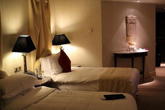 Phoenicia Hotel: Room