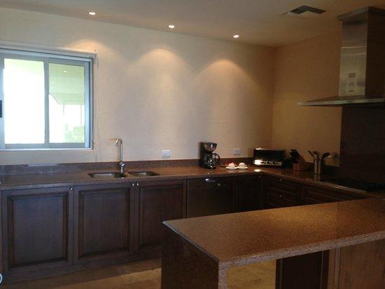 Casa del Mar Golf Resort & Spa: Kitchen in suite
