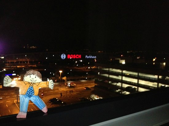 ‪‪Moevenpick Hotel Stuttgart Airport & Messe‬: View from room along with Flat Stanley